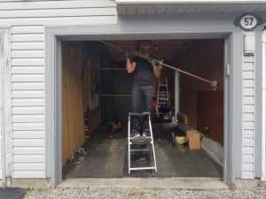 garage door technician image