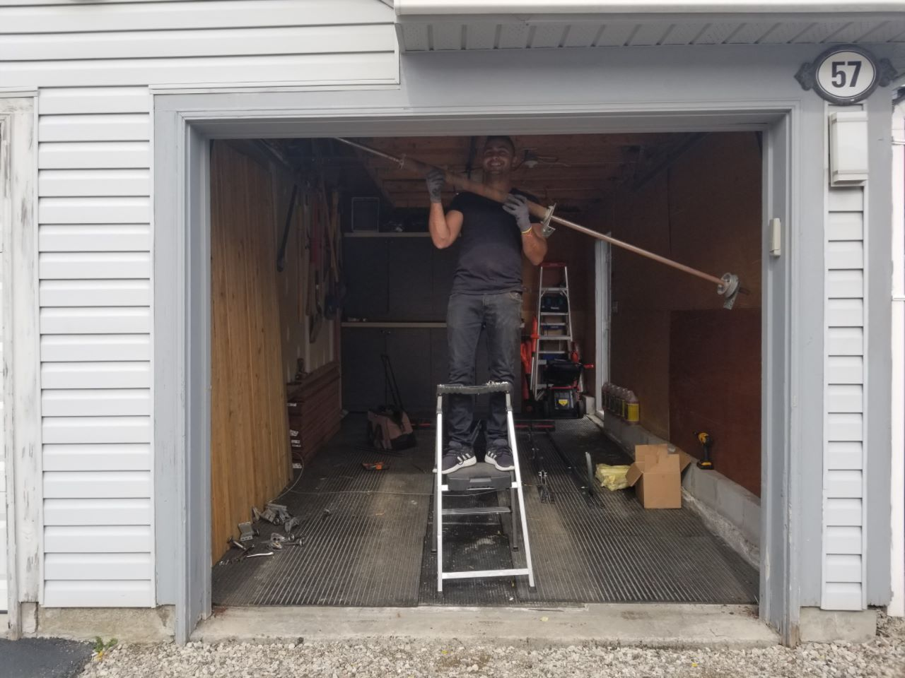 garage-door-technician-garagedoor-repair